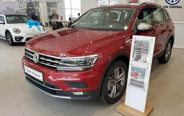 SUV 7 chỗ Tiguan Allspace màu đỏ ruby giao ngay - Xem và lái thử xe tại nhà, hotline: 090.898.8862 (Mr. Anh Quân)17