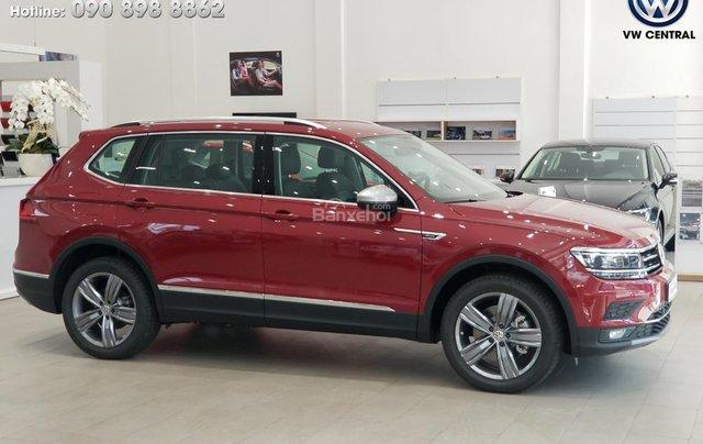 SUV 7 chỗ Tiguan Allspace màu đỏ ruby giao ngay - Xem và lái thử xe tại nhà, hotline: 090.898.8862 (Mr. Anh Quân)21
