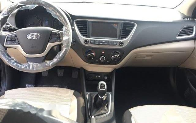 Bán Hyundai Accent AT 2018, màu đen1