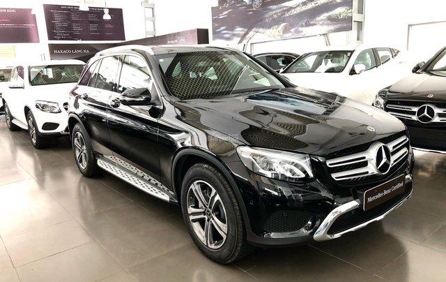 Cần bán gấp Mercedes GLC200, màu đen 2018, chạy lướt giá tốt0