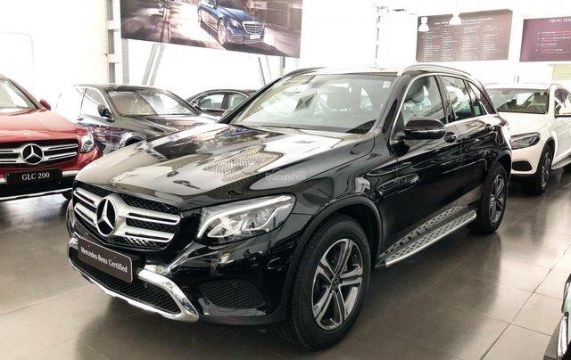Cần bán gấp Mercedes GLC200, màu đen 2018, chạy lướt giá tốt1