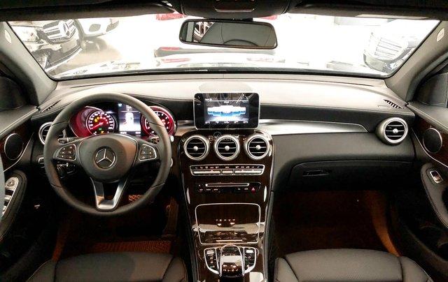 Cần bán gấp Mercedes GLC200, màu đen 2018, chạy lướt giá tốt4