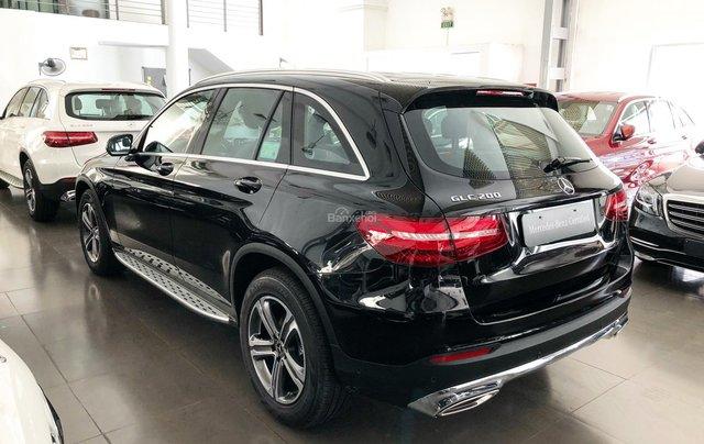 Cần bán gấp Mercedes GLC200, màu đen 2018, chạy lướt giá tốt7