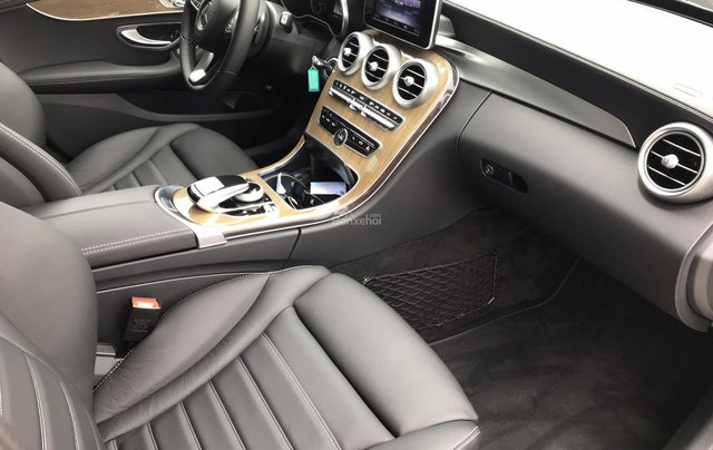 Bán Mercedes C250 năm sản xuất 2017, màu đen như mới2