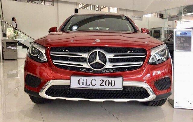 Bán xe Mercedes GLC200 mới màu đỏ, nội thất đen ở Phan Rang, Ninh Thuận, giao ngay tận nơi1
