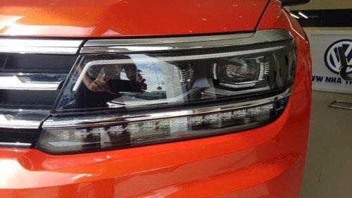 Bán nhanh chiếc Volkswagen Tiguan 2.0 TSI AT đời 2018, giá thấp6