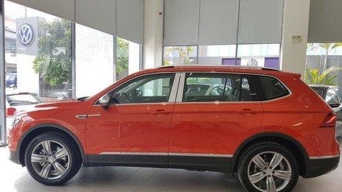 Bán nhanh chiếc Volkswagen Tiguan 2.0 TSI AT đời 2018, giá thấp2