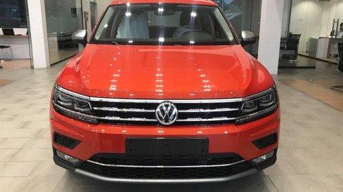 Bán nhanh chiếc Volkswagen Tiguan 2.0 TSI AT đời 2018, giá thấp0
