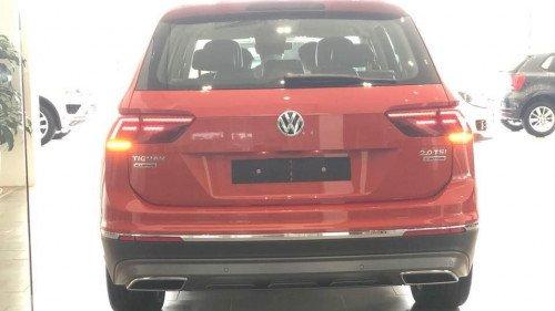 Bán nhanh chiếc Volkswagen Tiguan 2.0 TSI AT đời 2018, giá thấp1