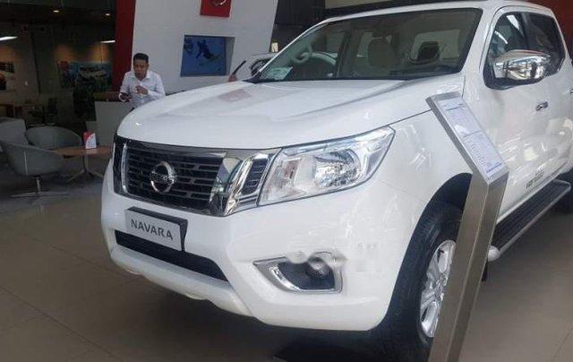 Giảm giá tối đa, Nissan Navara đời 2018, màu trắng0