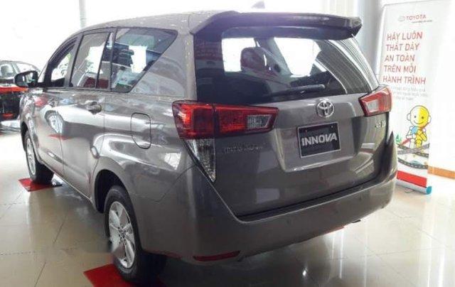 Bán ô tô Toyota Innova năm 2019, màu xám, số sàn2