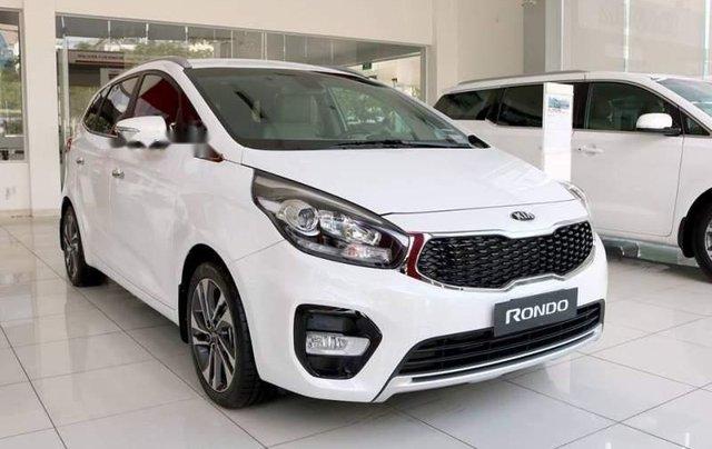 Bán ô tô Kia Rondo đời 2018, màu trắng, giá 609tr0