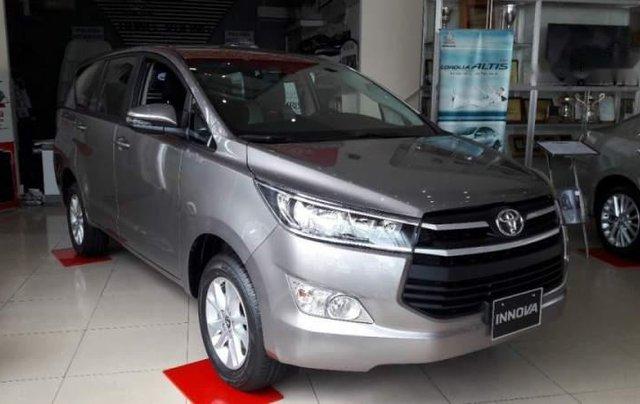 Bán ô tô Toyota Innova năm 2019, màu xám, số sàn1