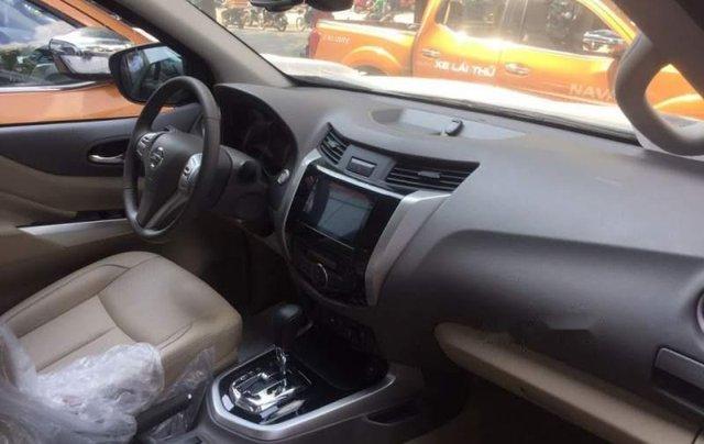 Thanh lý gấp chiếc xe Nissan Navara 2018, màu nâu, nhập khẩu4