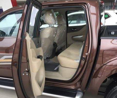 Thanh lý gấp chiếc xe Nissan Navara 2018, màu nâu, nhập khẩu2