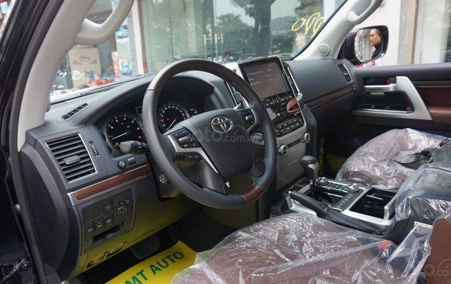 Bán ô tô Toyota Land Cruiser VX R 4.6 AT đời 2017, màu đen, xe nhập Trung Đông mới 100%, LH em Hương5