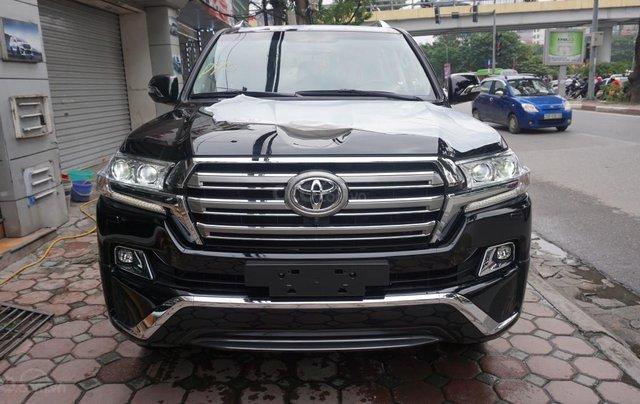 Bán ô tô Toyota Land Cruiser VX R 4.6 AT đời 2017, màu đen, xe nhập Trung Đông mới 100%, LH em Hương0