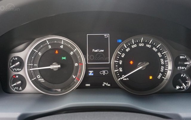 Bán ô tô Toyota Land Cruiser VX R 4.6 AT đời 2017, màu đen, xe nhập Trung Đông mới 100%, LH em Hương9