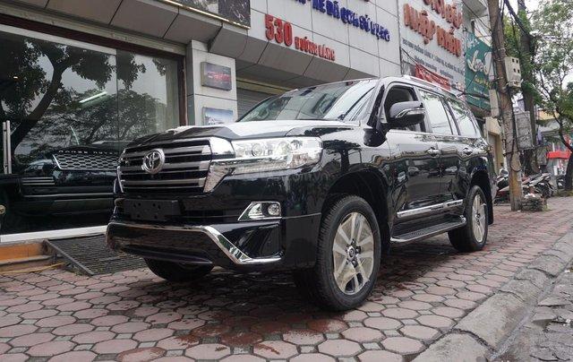 Bán ô tô Toyota Land Cruiser VX R 4.6 AT đời 2017, màu đen, xe nhập Trung Đông mới 100%, LH em Hương1