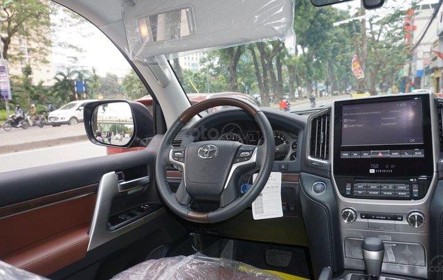 Bán ô tô Toyota Land Cruiser VX R 4.6 AT đời 2017, màu đen, xe nhập Trung Đông mới 100%, LH em Hương15