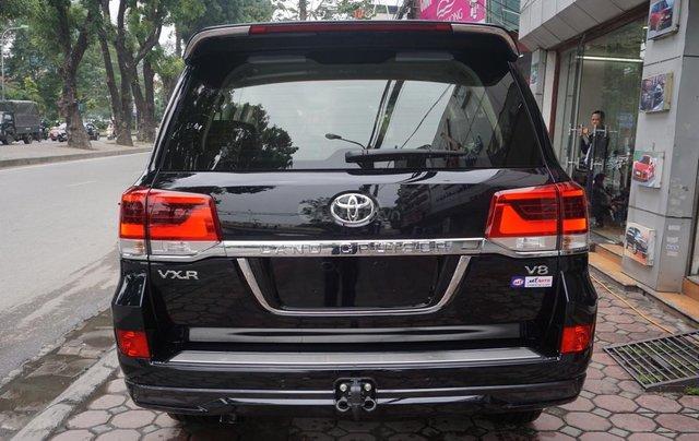 Bán ô tô Toyota Land Cruiser VX R 4.6 AT đời 2017, màu đen, xe nhập Trung Đông mới 100%, LH em Hương6