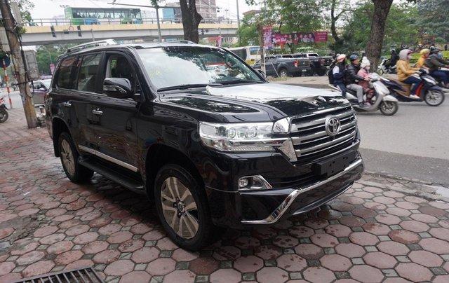 Bán ô tô Toyota Land Cruiser VX R 4.6 AT đời 2017, màu đen, xe nhập Trung Đông mới 100%, LH em Hương2