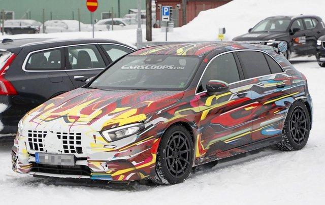 Mercedes-AMG A45 mới ra mắt tại Genena