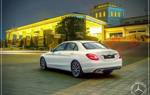 Mercedes Benz C200 new - Khuyến mãi khủng trong tháng 8 - Hỗ trợ 100% phí trước bạ - LH: 0919 528 5205