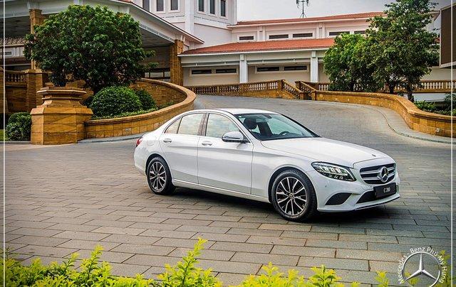 Mercedes Benz C200 new - Khuyến mãi khủng trong tháng 8 - Hỗ trợ 100% phí trước bạ - LH: 0919 528 5201