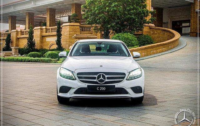 Mercedes Benz C200 new - Khuyến mãi khủng trong tháng 8 - Hỗ trợ 100% phí trước bạ - LH: 0919 528 5200
