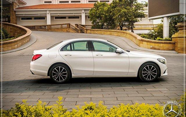 Mercedes Benz C200 new - Khuyến mãi khủng trong tháng 8 - Hỗ trợ 100% phí trước bạ - LH: 0919 528 5202