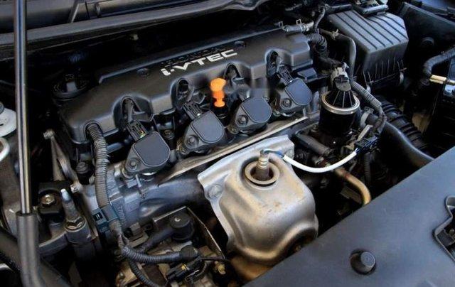Bán Honda Civic sản xuất 2006, màu trắng, còn mới  5