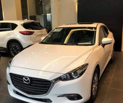 Cần bán xe Mazda 3 1.5AT đời 2019, màu trắng0