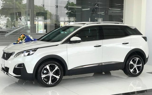 Cần bán xe Peugeot 3008 đời 2019 giao ngay không kèm bia lạc3