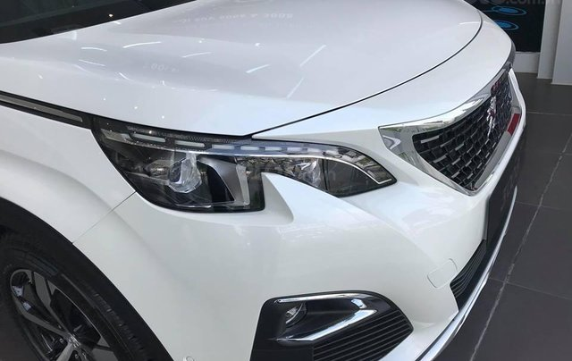 Cần bán xe Peugeot 3008 đời 2019 giao ngay không kèm bia lạc4