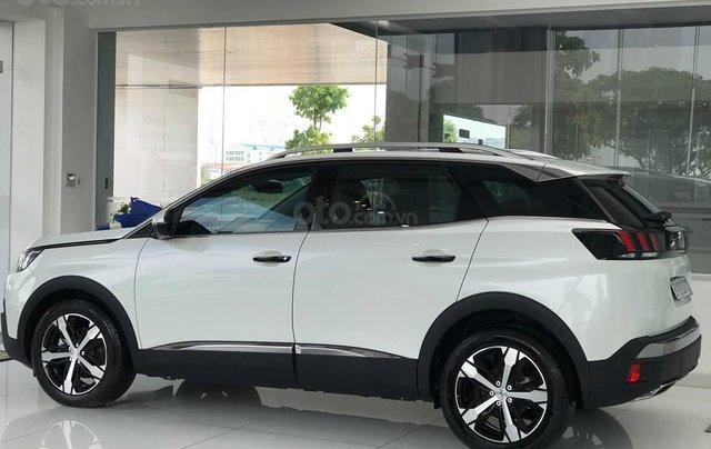 Cần bán xe Peugeot 3008 đời 2019 giao ngay không kèm bia lạc0