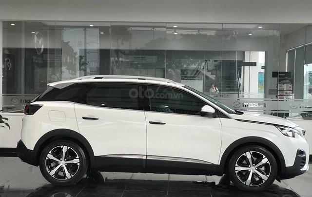 Cần bán xe Peugeot 3008 đời 2019 giao ngay không kèm bia lạc2
