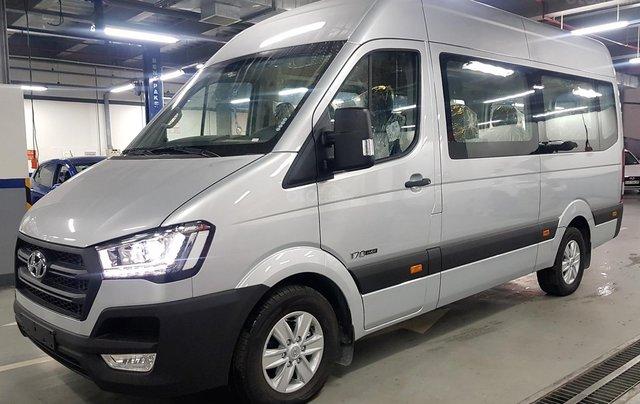 Bán ô tô Hyundai Solati 2018, màu bạc, có giao ngay. LH: 09716262381