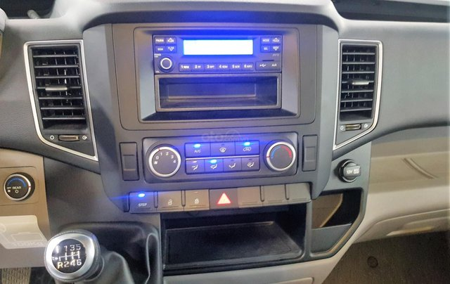 Bán ô tô Hyundai Solati 2018, màu bạc, có giao ngay. LH: 097162623811