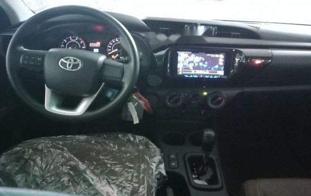 Cần bán xe Toyota Hilux 2.4G AT năm 2018, màu bạc, nhập khẩu, giá chỉ 695 triệu1