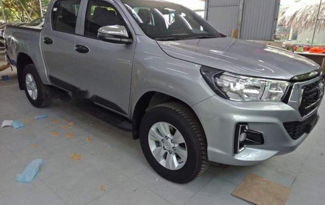 Cần bán xe Toyota Hilux 2.4G AT năm 2018, màu bạc, nhập khẩu, giá chỉ 695 triệu3