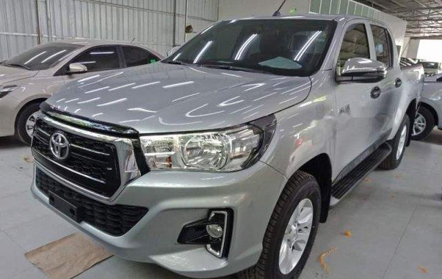 Cần bán xe Toyota Hilux 2.4G AT năm 2018, màu bạc, nhập khẩu, giá chỉ 695 triệu0