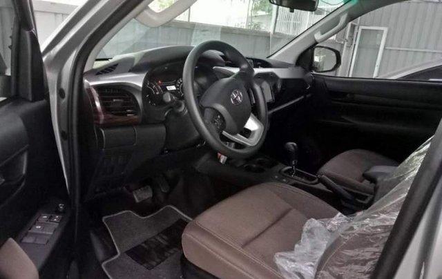 Cần bán xe Toyota Hilux 2.4G AT năm 2018, màu bạc, nhập khẩu, giá chỉ 695 triệu4
