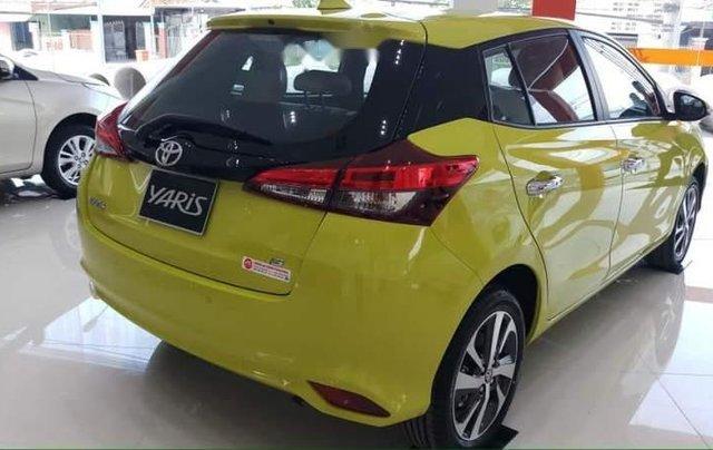 Bán Toyota Yaris 2019, màu vàng, nhập khẩu4