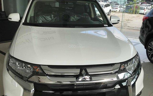 Cần bán Mitsubishi Outlander CVT 2.0 Prenium 2019, giá 908tr, KM tốt nhất. LH: 09642212430