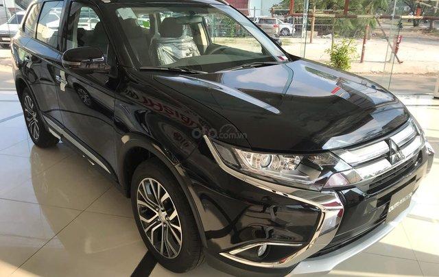Cần bán Mitsubishi Outlander CVT 2.0 STD đời 2019, màu đen, giá 807tr, KM tốt nhất. LH: 09642212430