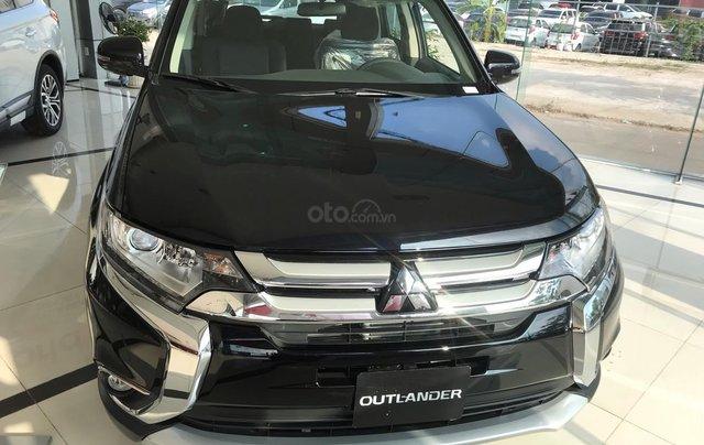 Cần bán Mitsubishi Outlander CVT 2.0 STD đời 2019, màu đen, giá 807tr, KM tốt nhất. LH: 09642212432