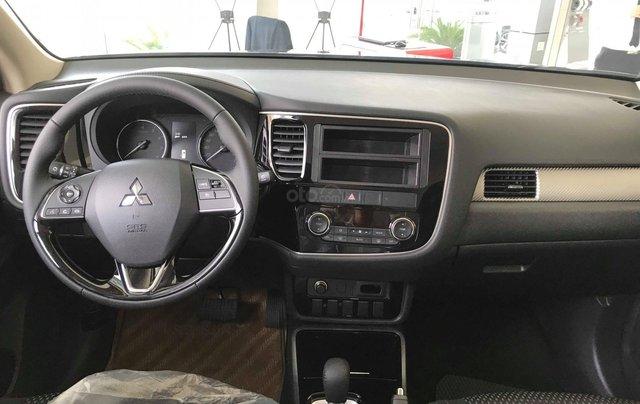 Cần bán Mitsubishi Outlander CVT 2.0 STD đời 2019, màu đen, giá 807tr, KM tốt nhất. LH: 09642212433