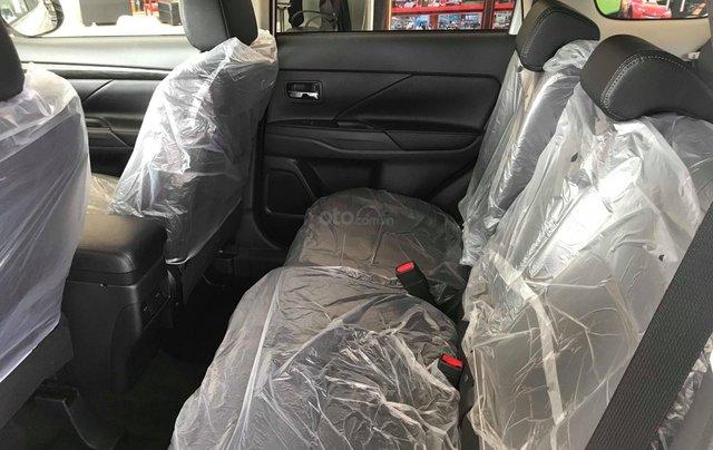 Cần bán Mitsubishi Outlander CVT 2.0 STD đời 2019, màu đen, giá 807tr, KM tốt nhất. LH: 09642212435