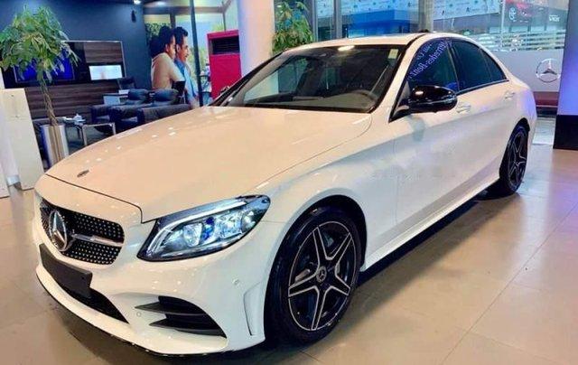 Cần bán Mercedes C300 AMG năm sản xuất 2019, màu trắng5
